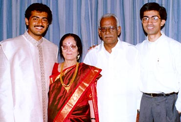 Ajith With His Parents And Brother
