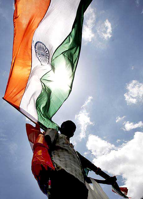 3 held for trying to hoist tricolour in Kashmir