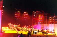 Rediff on the NeT: Yanni lives up to his billing at the Taj concert